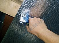 Пенофол можно крепить к конструкции, например, с помощью строительного степлера